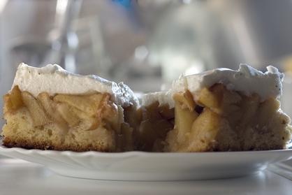 Шарлотка с яблоками в мультиварке рецепты с фото